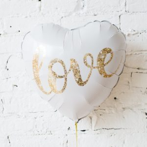 000391 – 18″ White Heart LOVE Valentine's Day Foil Balloon ∣ 18寸 白色心型金LOVE 情人節 鋁質氣球